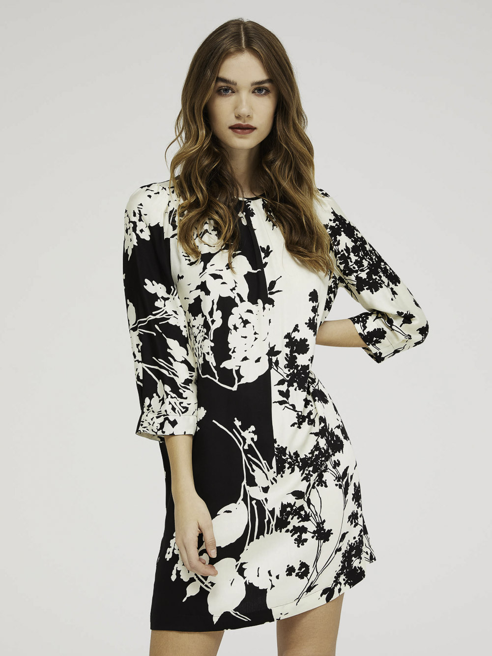 SISLEY Κοντό φόρεμα σε τυπωμένο σατέν 4RC95VH87 20A83C